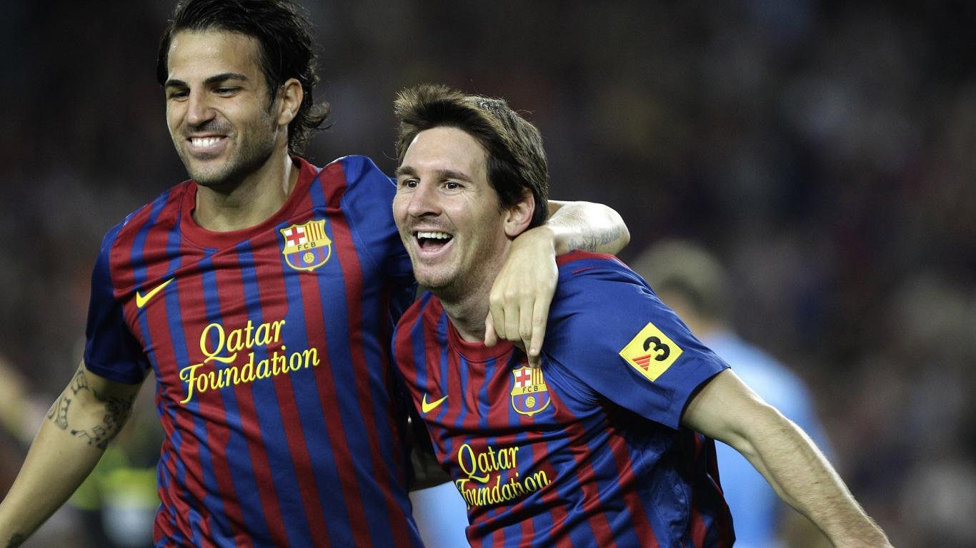 Cesc Fabregas y Lionel Messi - 1366x768