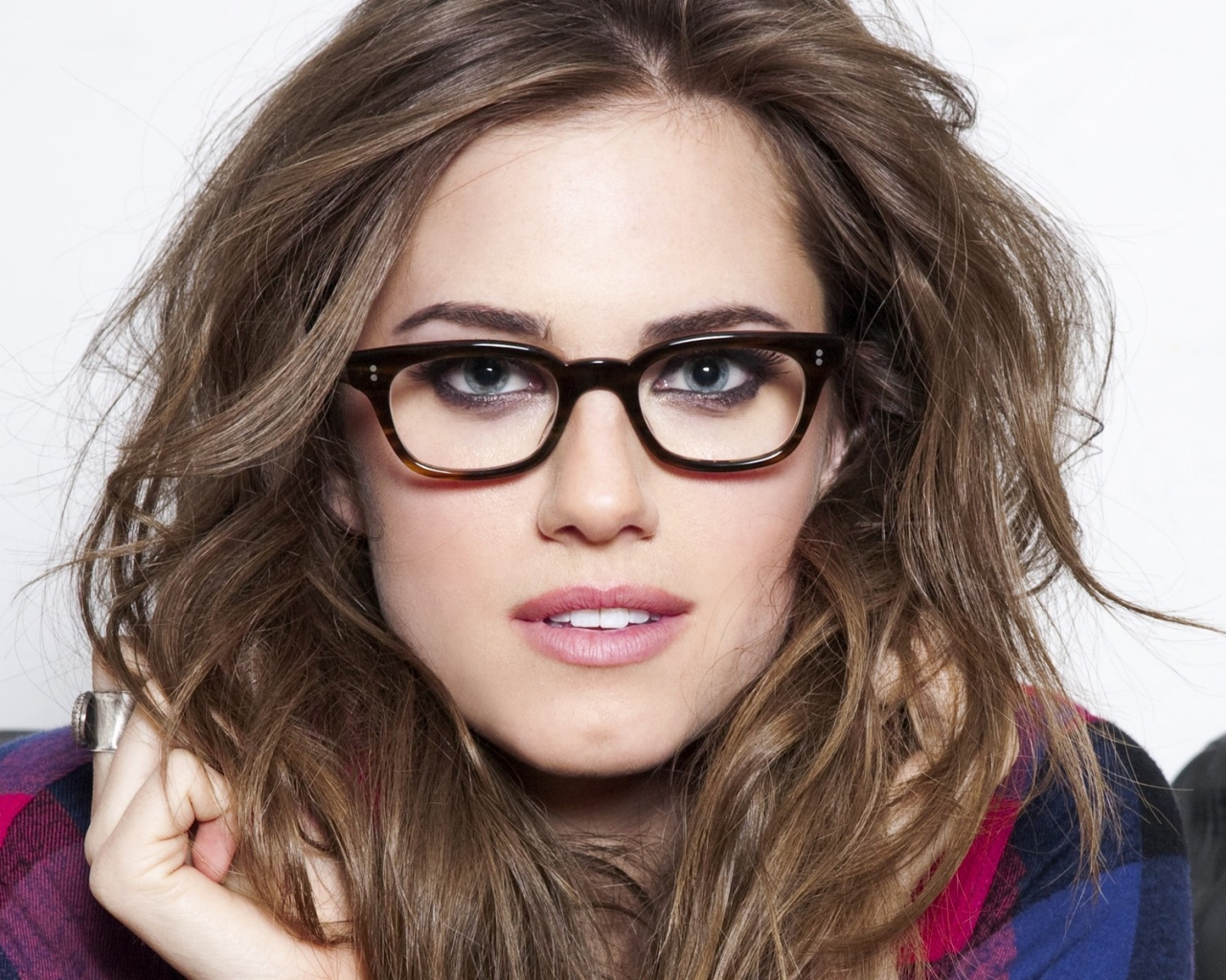 Chica con lentes - 1280x1024