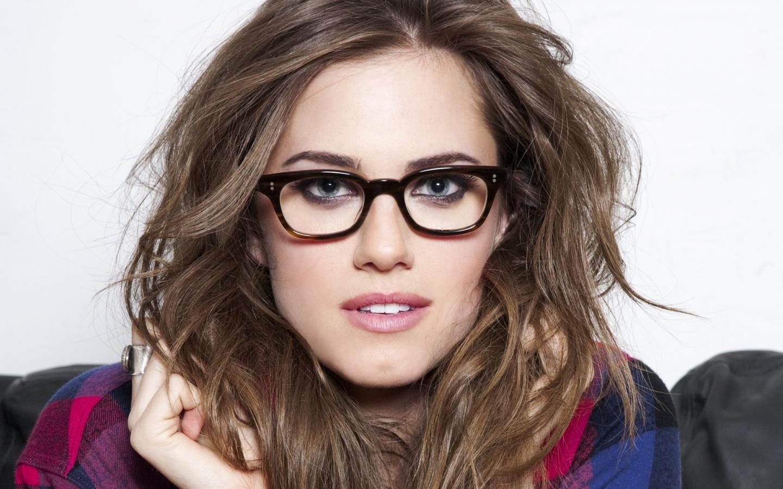 Chica con lentes - 1440x900