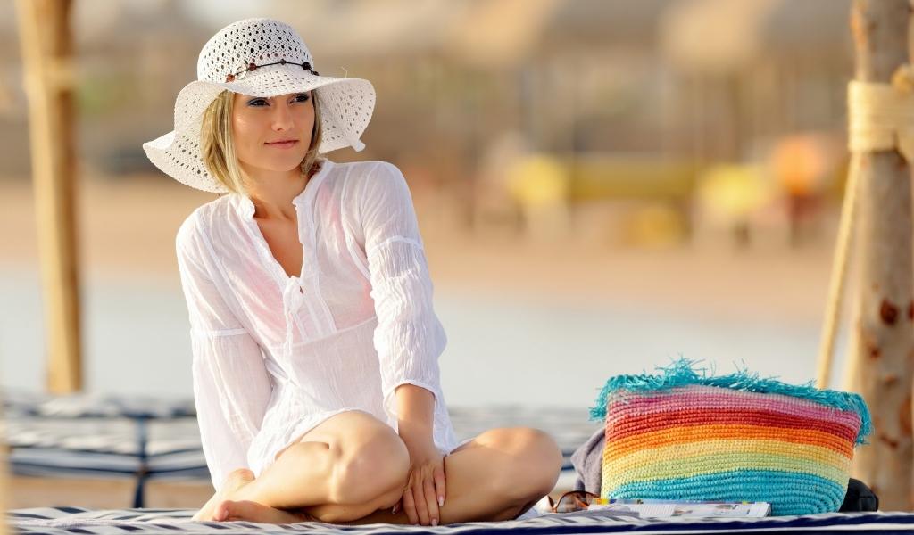 Chica con sombrero - 1024x600