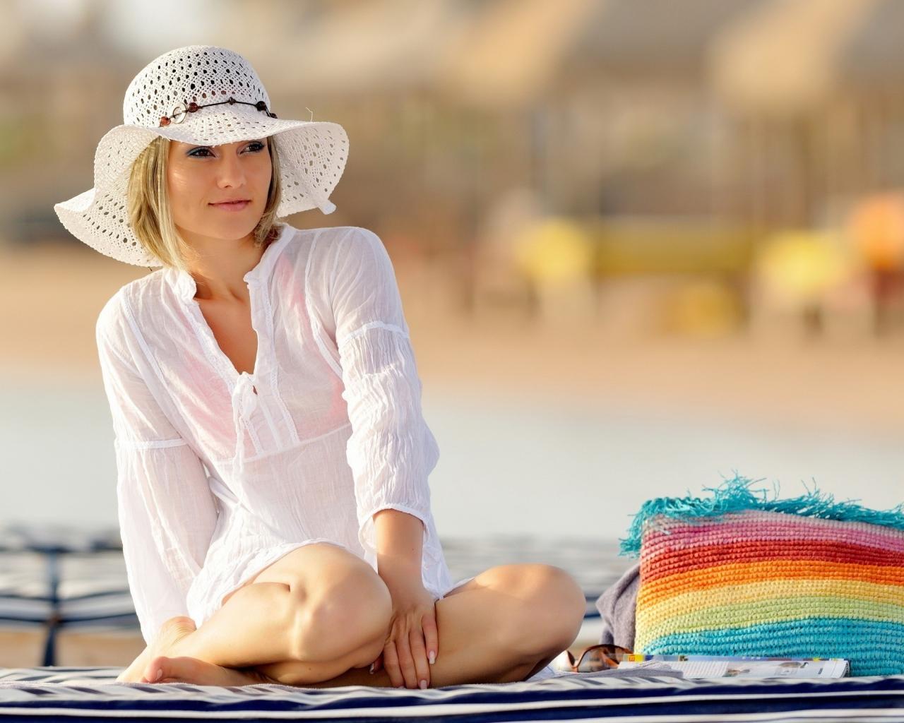 Chica con sombrero - 1280x1024