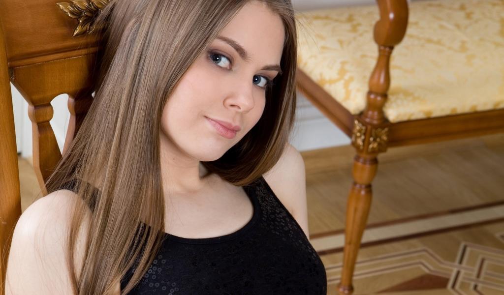 Chica de pelo largo - 1024x600
