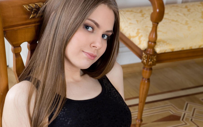 Chica de pelo largo - 1440x900