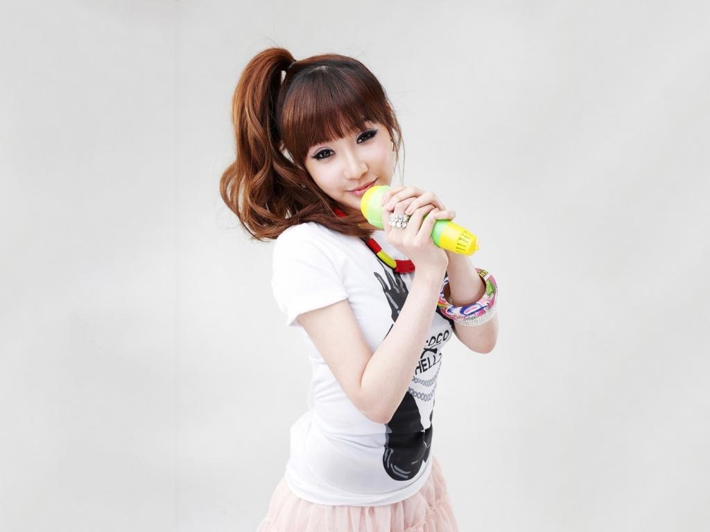 Chicas asiáticas de 2NE1 - 1024x768