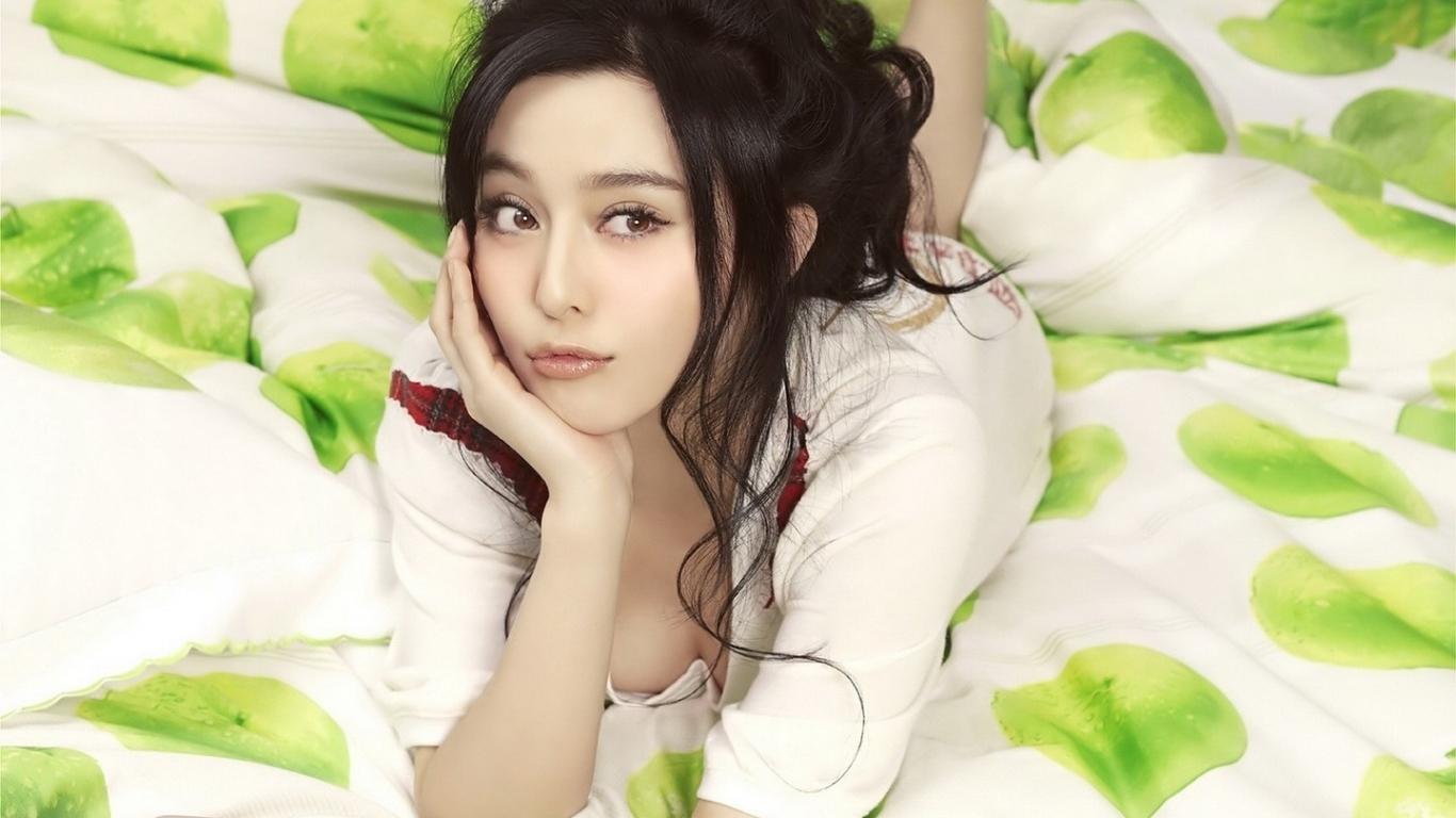 Chicas asiaticas - 1366x768
