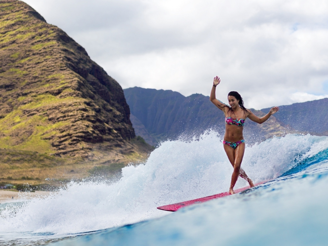 Chicas practicando Surf - 1152x864