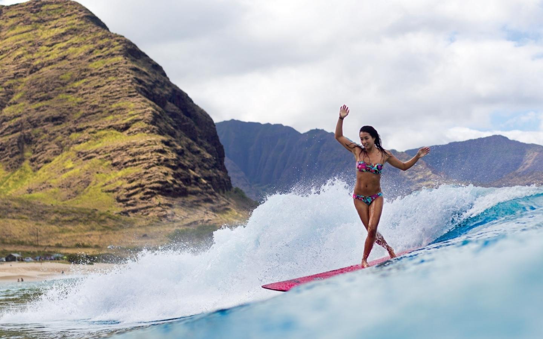 Chicas practicando Surf - 1440x900