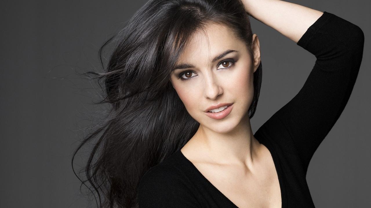 Cristina Brondo - 1280x720