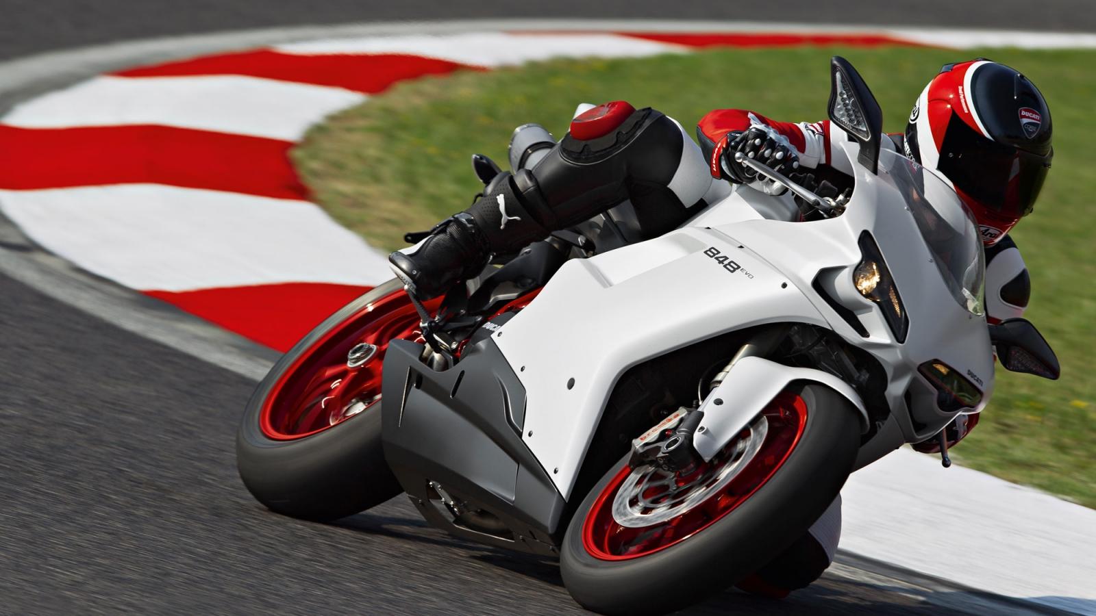 Ducati 848 EVO - 1600x900