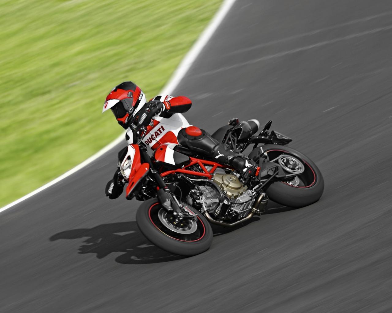 Ducati Hypermotard 1100 EVO - 1280x1024