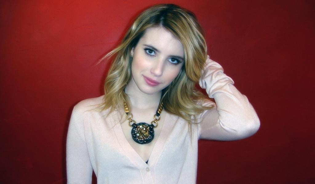 Emma Roberts fondo rojo - 1024x600