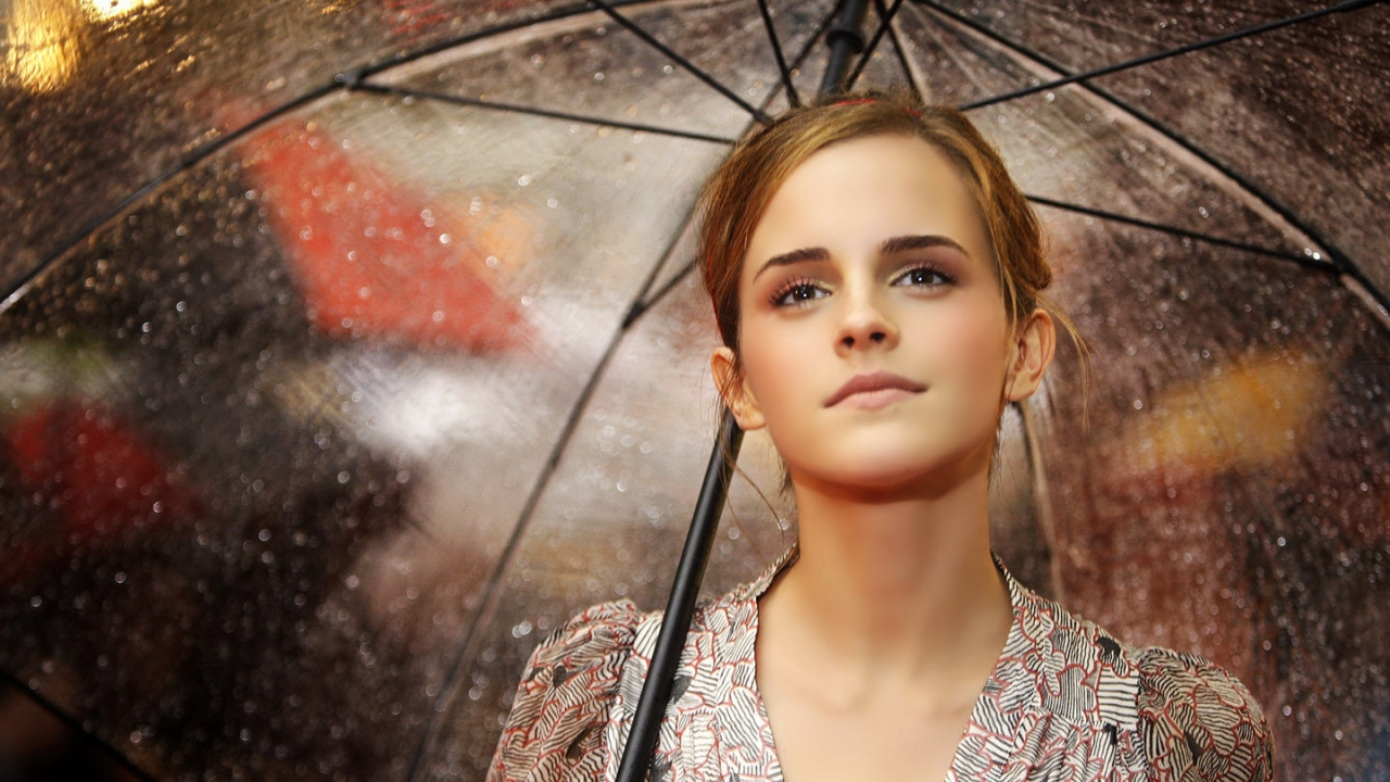 Emma Watson con paraguas - 1280x720