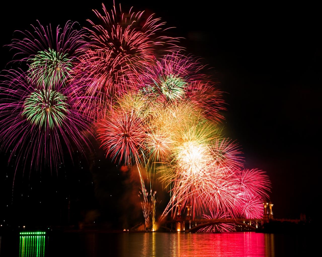 Fuegos artificiales en cielo - 1280x1024