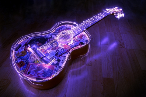 Guitarra con bordes neon - 480x320