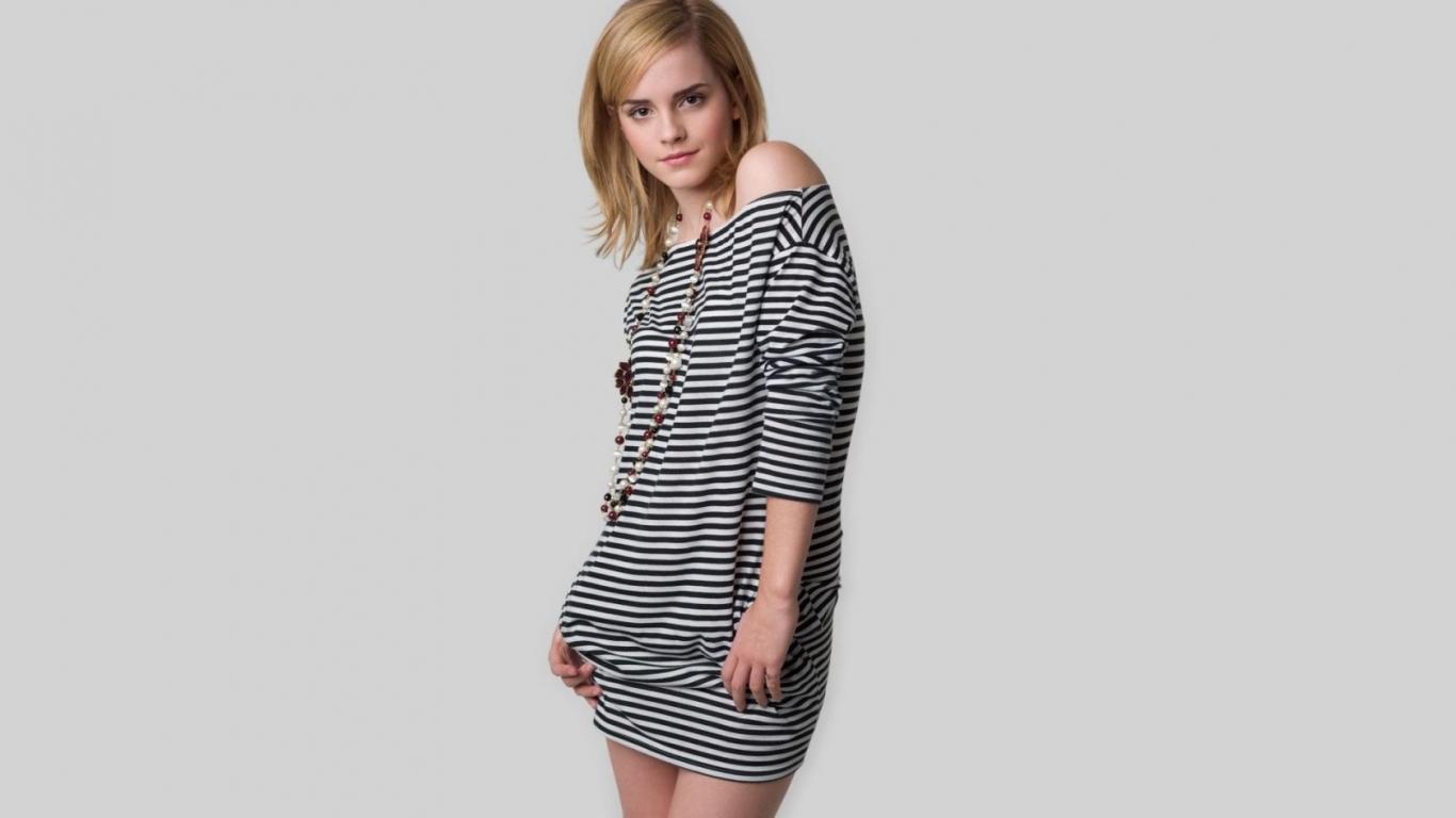Hermosa Emma Watson - 1366x768