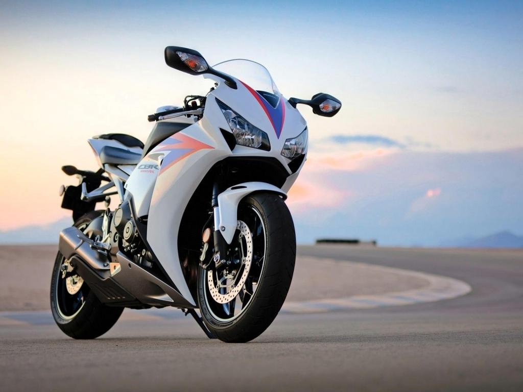 Honda CBR1000RR - 1024x768