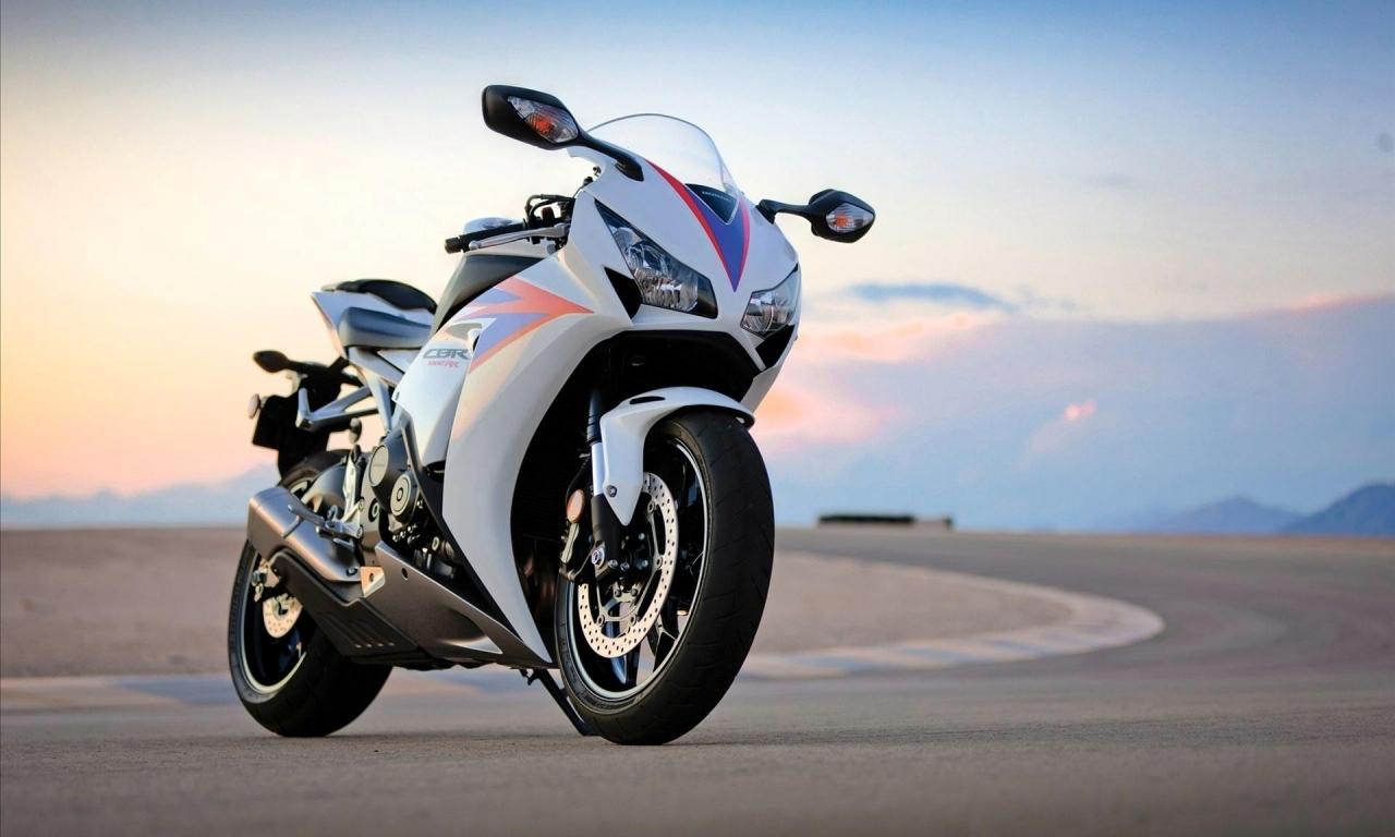 Honda CBR1000RR - 1280x768