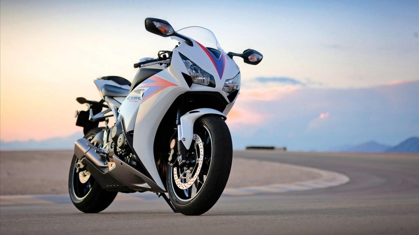 Honda CBR1000RR - 1366x768
