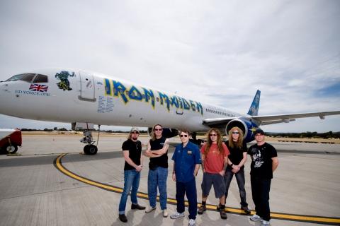 Iron Maiden y su avión privado - 480x320