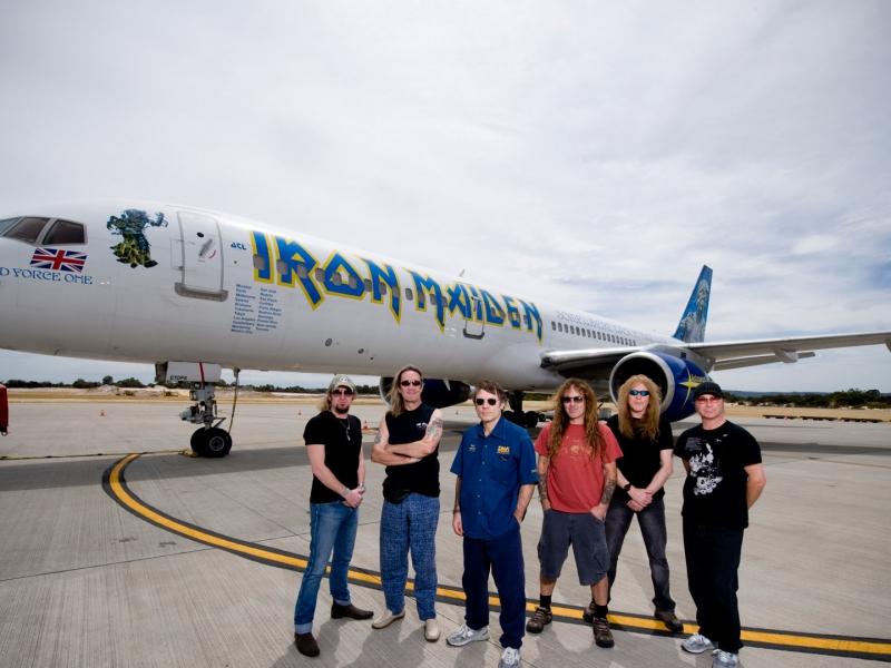 Iron Maiden y su avión privado - 800x600