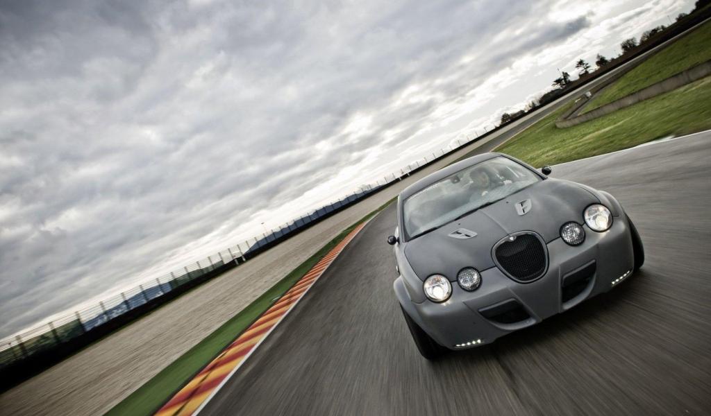 Jaguar X-Type-R - 1024x600