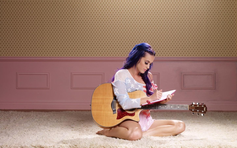 Katy Perry y su guitarra - 1440x900