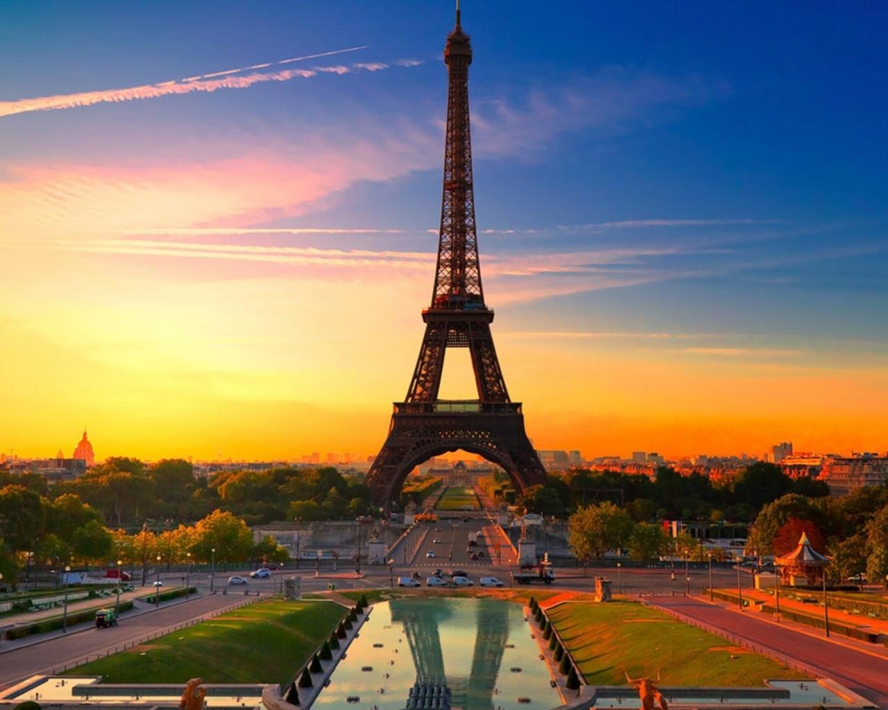 La torre Eiffel al atardecer - 1280x1024
