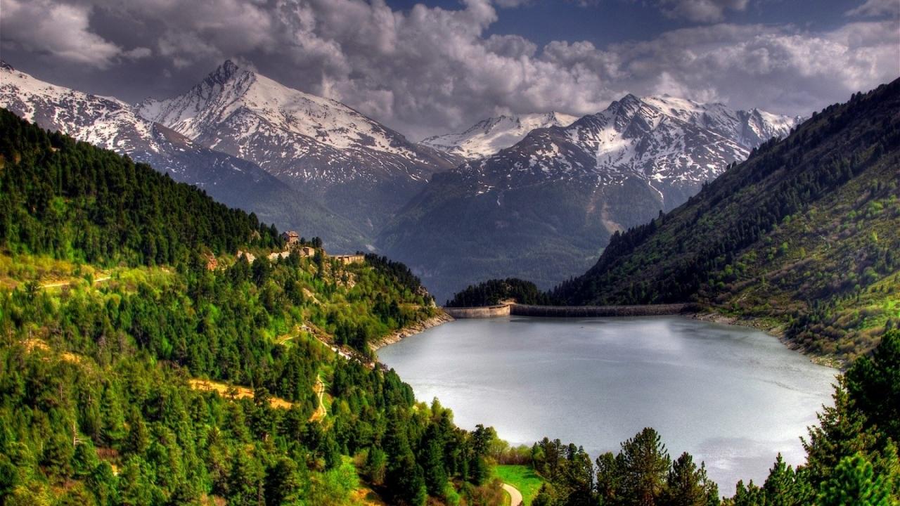 Lago en las montañas - 1280x720