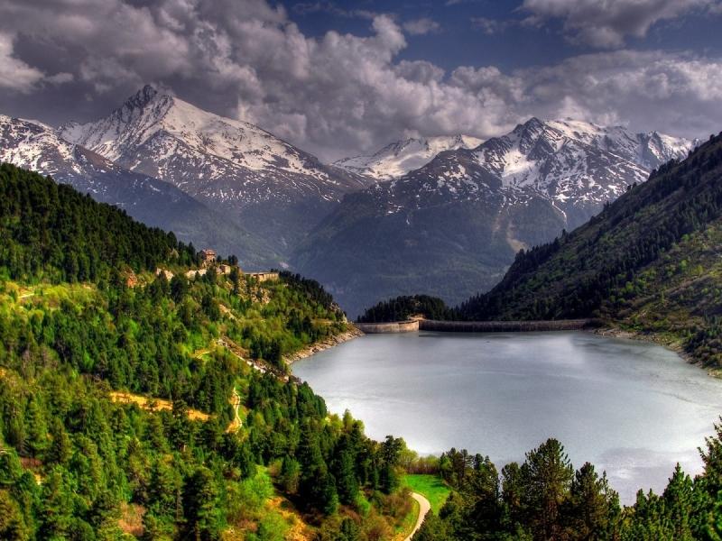 Lago en las montañas - 800x600