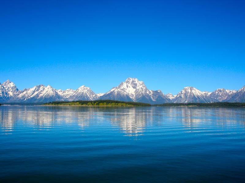 Lago y montañas - 800x600