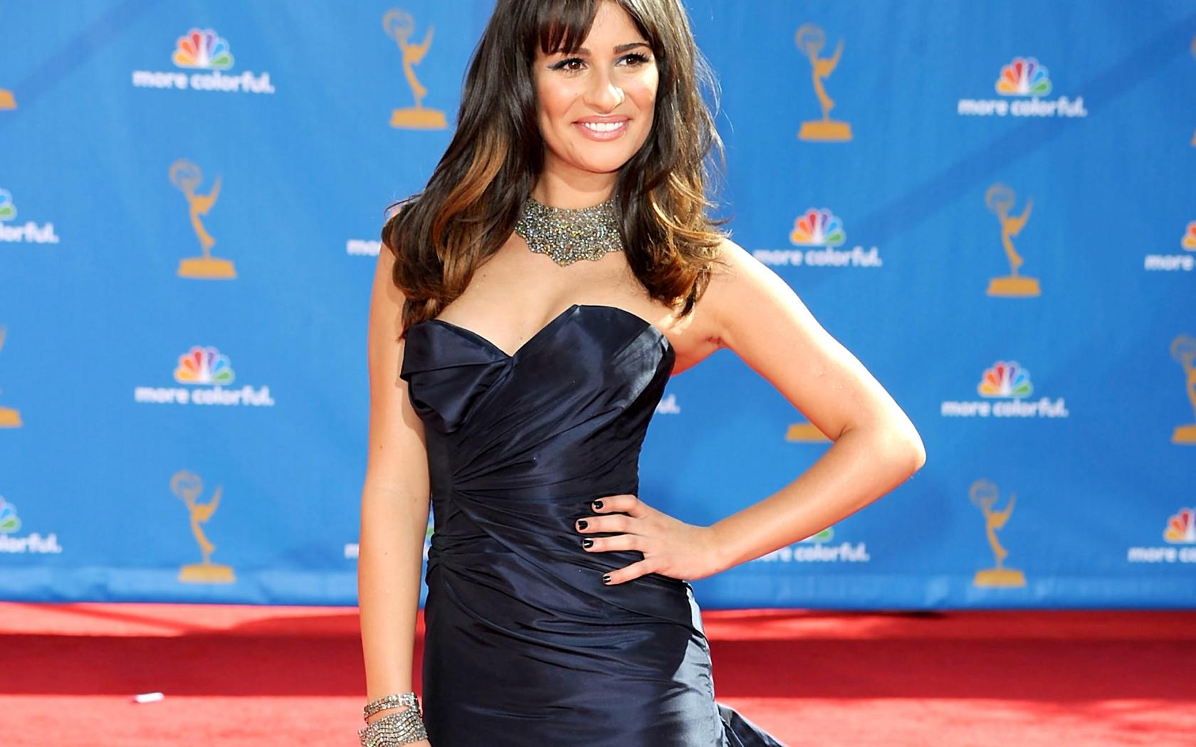 Lea Michele con vestido - 1680x1050