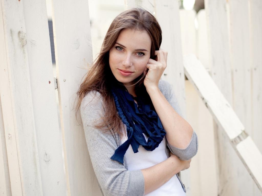 Linda chica de ojos azules - 1024x768