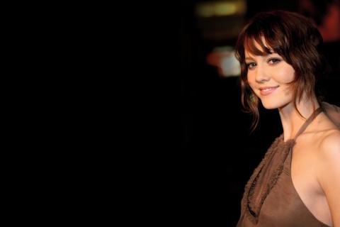 Elizabeth Winstead sonriendo - 480x320