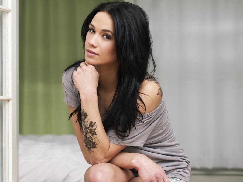 Megan Lyn y su tatuaje - 800x600