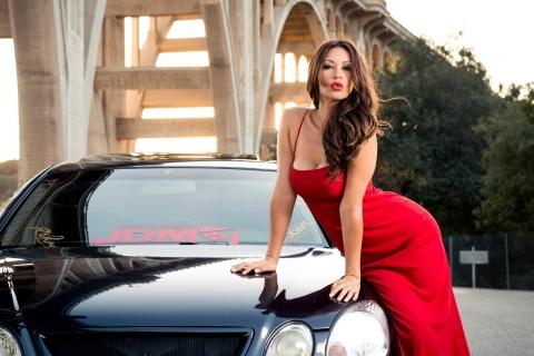 Melyssa Grace y auto - 480x320