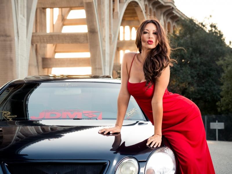 Melyssa Grace y auto - 800x600