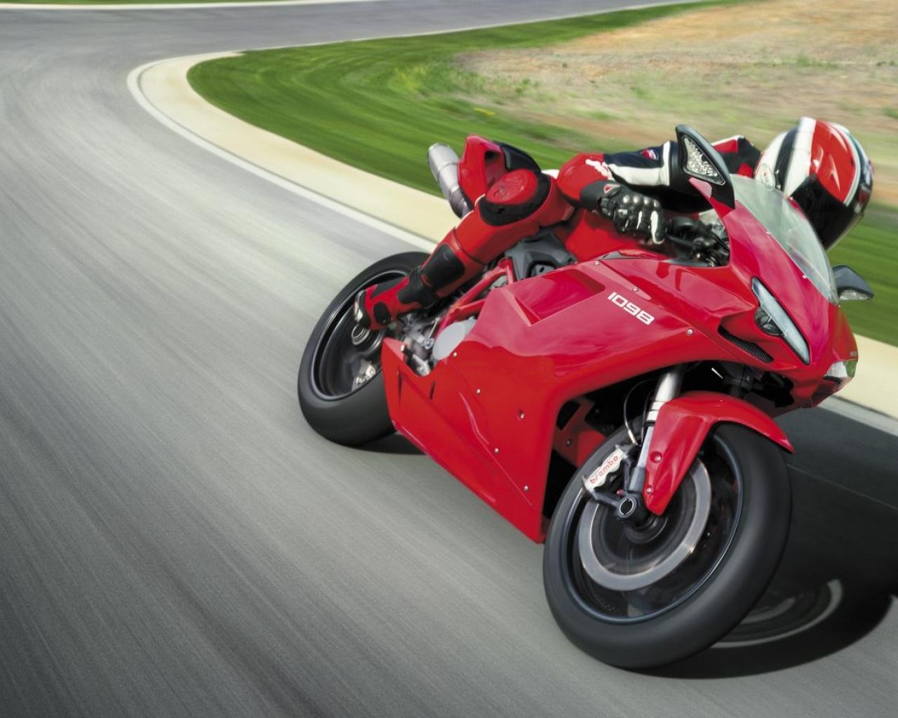 Moto Ducati color rojo - 1280x1024