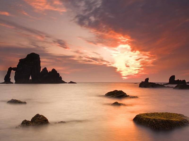 Paisajes de playas rocosas - 800x600