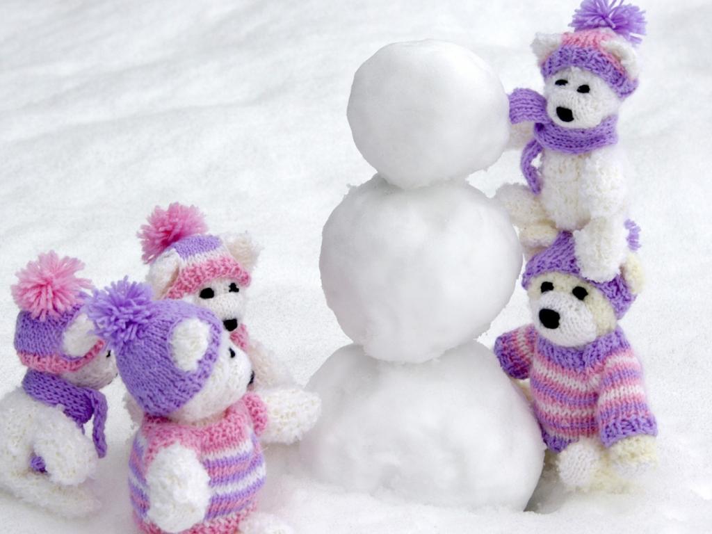 Peluches en la nieve - 1024x768