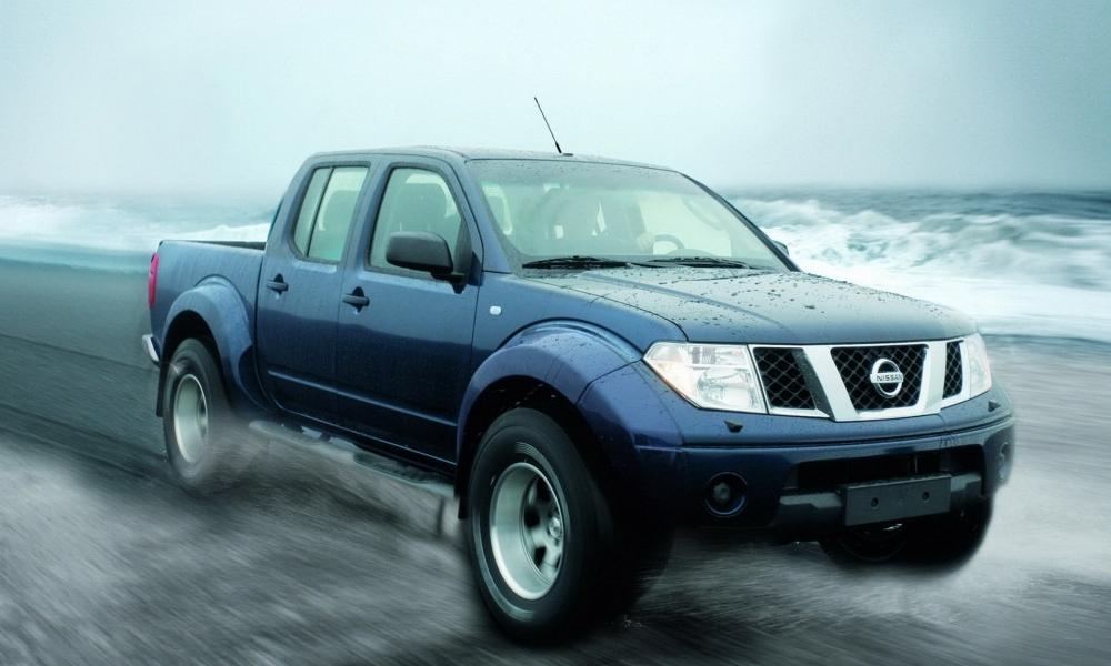 Pickup Nissan azul - 1000x600