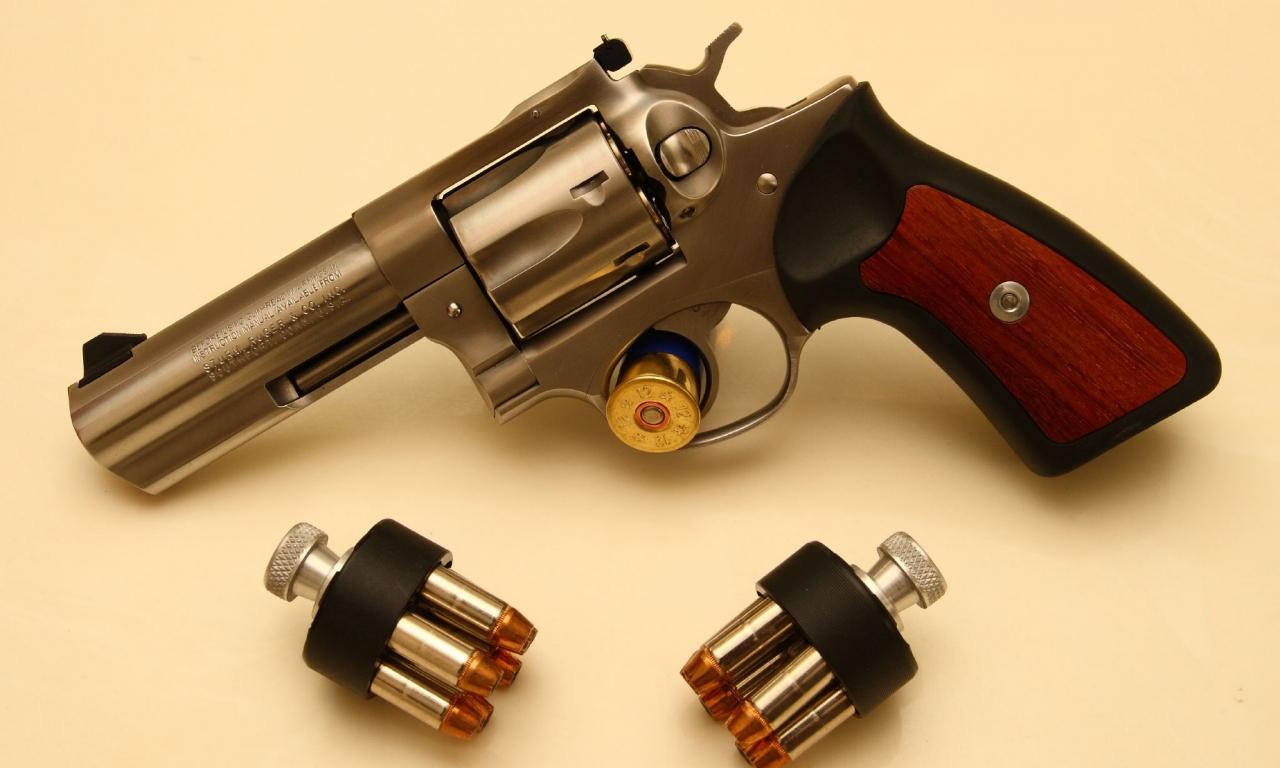 Revolver de lujo - 1280x768