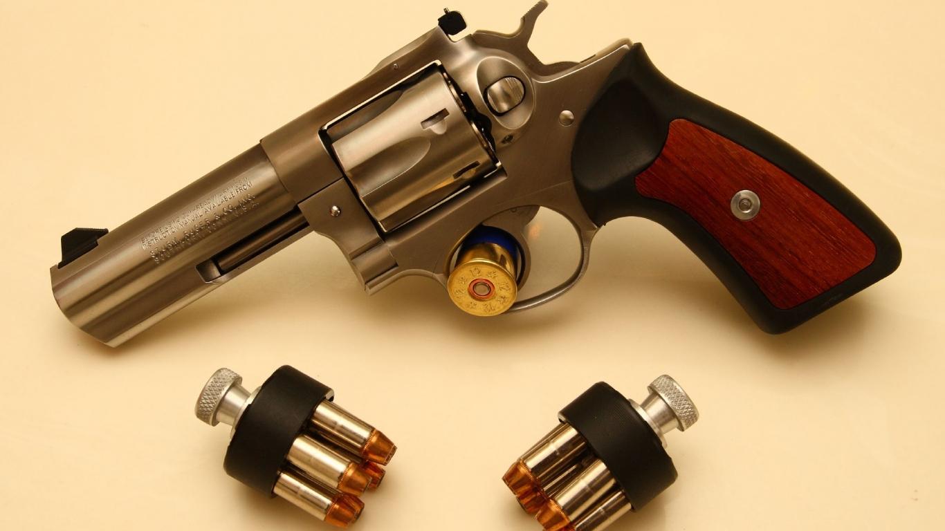 Revolver de lujo - 1366x768