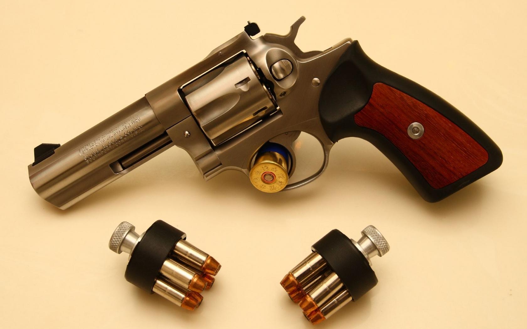 Revolver de lujo - 1680x1050