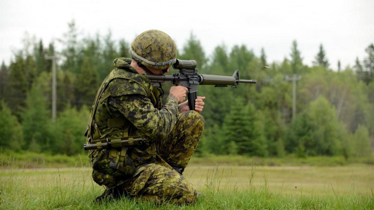 Soldado disparando - 1280x720