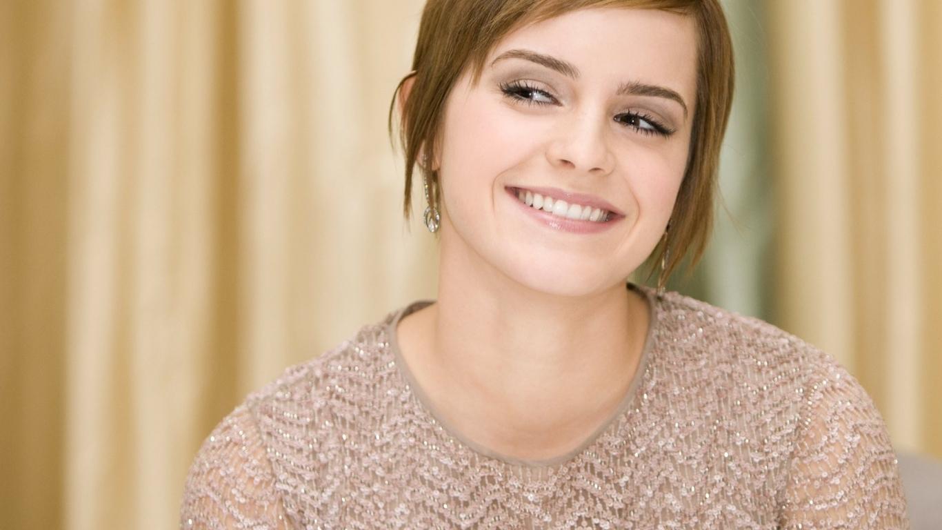 Sonrisa de Emma Watson - 1366x768