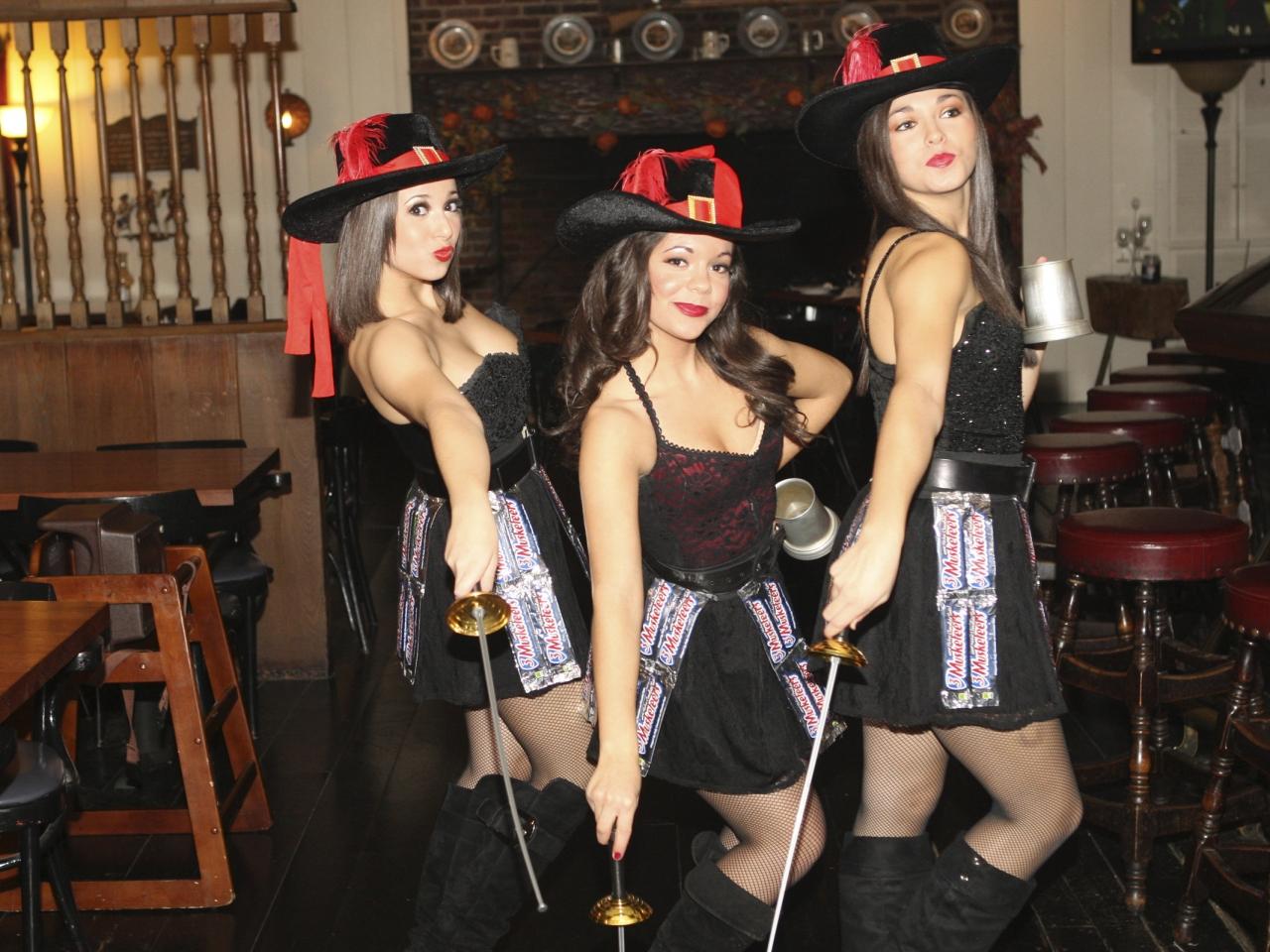 Tres Chicas mosqueteros - 1280x960