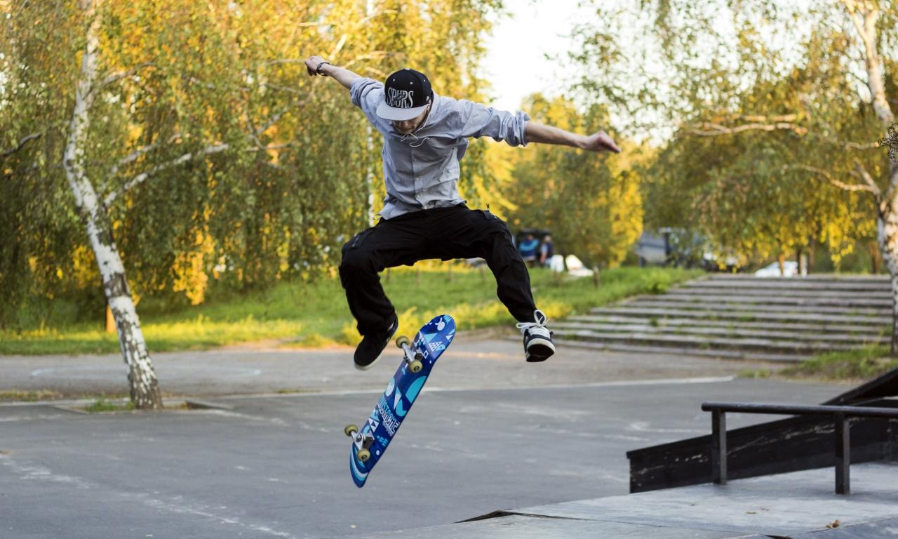 Trucos con skate - 1280x768