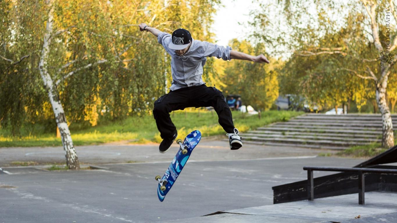 Trucos con skate - 1366x768