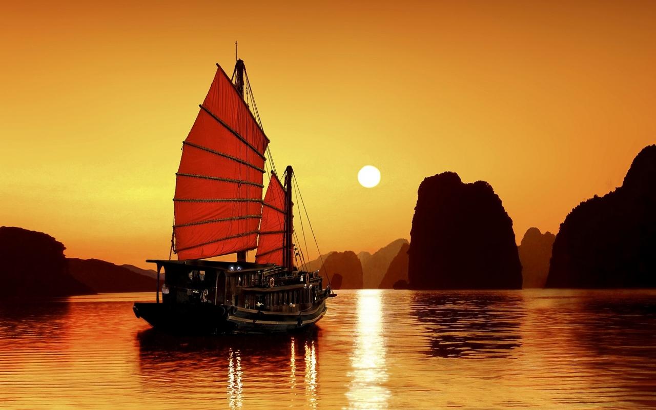 Un atardecer y un barco - 1280x800