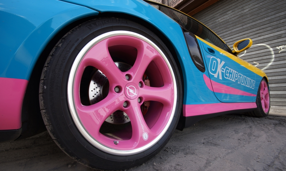Un auto de colores - 1000x600